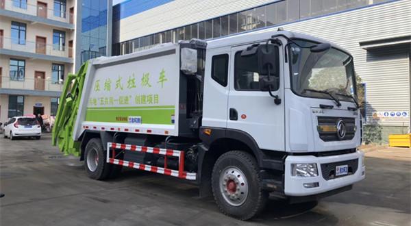 东风D9车型12方压缩式垃圾车带摆臂