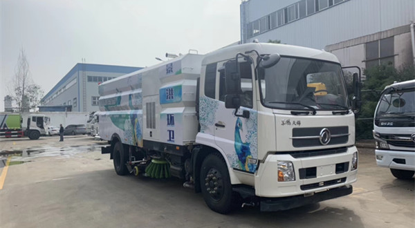 东风天锦8吨洗扫车(16立方)