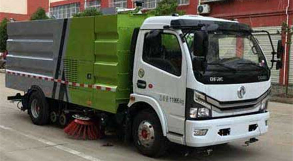 国六东风多利卡5吨CLW5121TXS6型洗扫车(10立方)